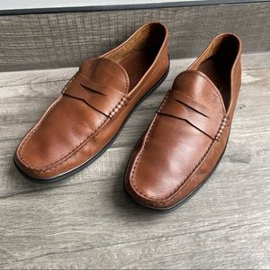 Tods classic tan leather loafer